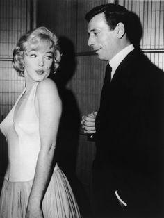 """Marilyn Monroe et Yves Montand à la conférence de presse du film """"Let's Make…"""