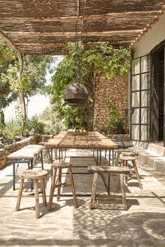 La Granja, Carretera Forada a Sant Mateu Km 1, Ibiza • Project Armin Fische, Dreimeta Design • Foto Imagen Subliminal • Foto Steve Herud • Full tour on http://living.corriere.it/city-guide/hotel/agriturismo-la-granja-ibiza/