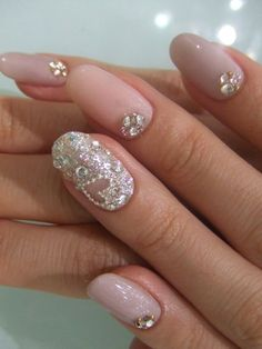 Cute little glitter heart on the ring finger. These nails are so pretty and perfect for a bride <3