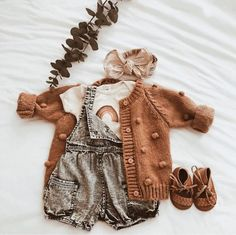 Baby Outfits For Girls Fall Children Ideas Baby Girl Fashion, Toddler Fashion, Kids Fashion, Little Babies, Cute Babies, Little Girls, Outfits Niños, White Outfits, Baby Kids Clothes