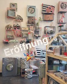 Der Countdown läuft  Eine Stunde noch bis zur Eröffnung unseres zweiten Ladens in der Kastanienallee 63 in Mitte!! Zur Feier des Tages gibt's Popcorn Luftballons und tolle Eröffnungsangebote Wir freuen uns auf Euch und sind schon ein kleines bisschen aufgeregt  Erhältlich bei www.kleinefabriek.com.