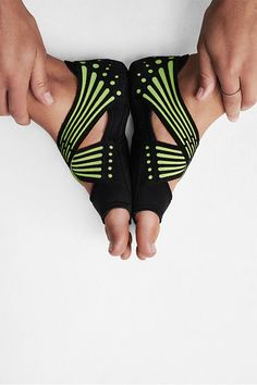 Go basically barefoot. Get a barely-there feel with enhanced grip that will take your yoga training to new levels in the Nike Studio Wrap Yoga Fashion, Only Fashion, Sport Fashion, Fitness Fashion, Teen Fashion, Fashion Tips, Fashion Trends, Fitness Outfits, Fitness Clothing