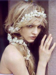 low key beachy flowers in the hair