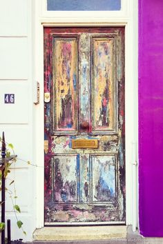 The prettiest houses in London! This colorful door in Pimlico is just one example of the lovely houses in the city.