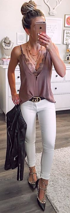 #spring #outfits woman wearing brown deep v-neck spaghetti strap top and white pants. Pic by @laurabeverlin