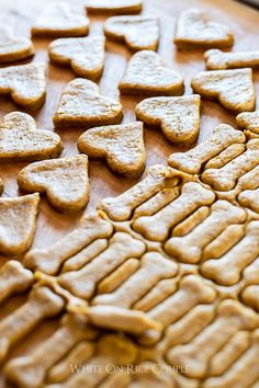 Our dogs love these homemade dog biscuits. These dog treats are their absolute favorite and we think it's the ground flax seed and tumeric flavor Dog Cookie Recipes, Homemade Dog Cookies, Homemade Dog Food, Dog Treat Recipes, Dog Food Recipes, Bakery Recipes, Best Dog Biscuit Recipe, Dog Biscuit Recipes, Best Treats For Dogs