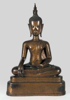 Grand bouddha dans le geste de la prise de la terre à témoin. Bronze de patine médaille. Laos, fin XVIIIe siècle. Haut. : 74 cm.