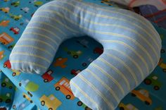 *Random Thoughts of a SUPERMOM!*: Crafts - travel neck pillow