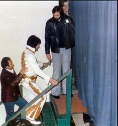 Elvis Presley on stage in Charlotte in february 20 1977 2
