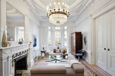 The Coolest Airbnbs in New York City • The Blonde Abroad Victorian House Interiors, Victorian Living Room, Victorian Homes, Eclectic Living Room, Living Room Designs, New York City Vacation, Architecture Design, Victorian Architecture, Home Interior