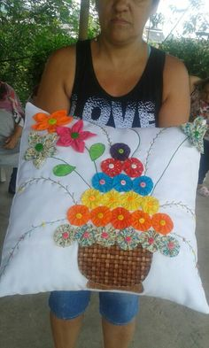 Applique Pillows, Sewing Pillows, Crafts To Sell, Diy And Crafts, Sewing Crafts, Sewing Projects, Yo Yo Quilt, Pillow Crafts, Cushion Cover Designs