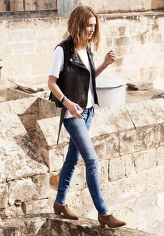 Spring Look Picture Description Erin Wasson https://looks.tn/season/spring/spring-look-erin-wasson/