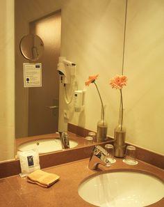 Badezimmer Das Hotel, Sink, Home Decor, Full Bath, Sink Tops, Vessel Sink, Decoration Home, Room Decor, Vanity Basin