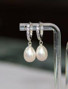freshwater pearl earrings, pearl drop earrings, wedding pearl earrings, pearl earrings bridesmaid, b Pearl Earrings Wedding, Pearl Stud Earrings, Bridesmaid Earrings, Bridal Earrings, Pearl Jewelry, Wedding Jewelry, Gold Jewellery, Pearl Bridal, Jewellery Shops