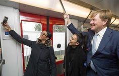 Koning met dagkaartje in de metro - Telegraaf.nl