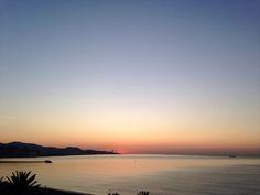 Lo mejor de un final es que podemos escribir un nuevo comienzo. La #RevoluciondelAmor buenos días Pimpis. Fotografía de Jesús Segado Costura. #Malaga