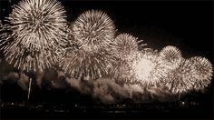 feux d'articifices spectaculaires #feuxdartifice gif anime animation noir et blanc