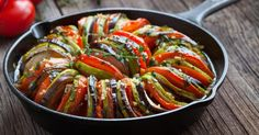 Have you been searching for a tasty veggie keto dish? Here is the recipe for tasty and quick vegetable keto ratatouille. Ratatouille Au Four, Vegetable Ratatouille, Ketogenic Diet Resource, Veggie Keto, Mandoline, Grilled Beef, Batch Cooking, Sauteed Vegetables, Primitive Kitchen