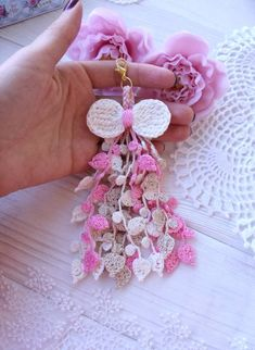 This charm is crocheted with cotton. Tassel can be used for planner, keys or jewelry for a bag Crochet Angel Pattern, Crochet Necklace Pattern, Crochet Applique Patterns Free, Crochet Jewelry Patterns, Crochet Accessories, Crochet Designs, Crochet Earrings, Crochet Crafts, Crochet Projects
