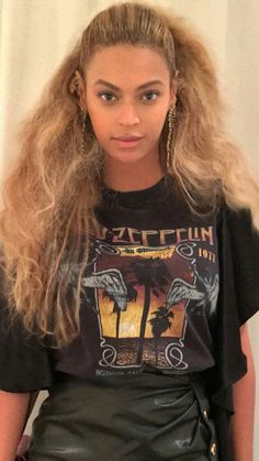 led zeppelin t shirt Womens As Seen On Beyonce Graphic Vintage Look - Womens Fashion Beyonce Style, Beyonce And Jay Z, Led Zeppelin T Shirt, Style Personnel, Beyonce Knowles, Queen B, Black Girl Magic, Hair, Portraits