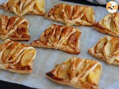 Not enough time to bake a dessert? Use this recipe to bake cute apple turnovers in no time! by PetitChef_Official Apple Desserts, Mini Desserts, Cookie Desserts, Apple Recipes, Healthy Desserts, Sweet Recipes, Cake Recipes, Dessert Recipes, Mini Empanadas
