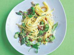 Linguini mit Spargel-Carbonara und Tiroler Speck