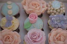 Vintage and Cake: Vintage Cupcake Decorating Classes