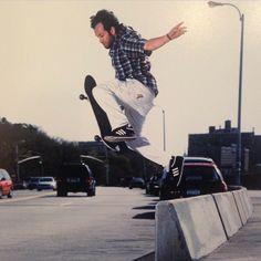 スケート界の生きる伝説マークゴンザレスがサングラスをデザイン
