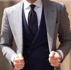 Suit and tie fixation - Simple colours and so perfect Sharp Dressed Man, Well Dressed, Mens Fashion Suits, Mens Suits, Men's Fashion, Fashion Menswear, Daily Fashion, Trendy Butler, Style Costume Homme