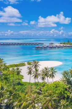 #SundaySpecial Spend 7 nights in your own OVERWATER villa at the stunning Olhuveli Beach & Spa Resort Maldives☀️  ALL INCLUSIVE including flights and transfers €2749 per person. PURE HEAVEN.  Departing Jun, as always other dates available but prices will vary. Price based on two people sharing. Terms and Conditions apply. Give me a call for this or any other MALDIVES dream you have!