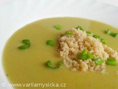 Zeleninové krémové polévky chutnají jak dětem, tak dospělým. Díky červené čočce nemusíte polévku už nijak zahušťovat. Risotto, Healthy Recipes, Healthy Food, Grains, Tofu, Rice, Ethnic Recipes, Dna, Recipes