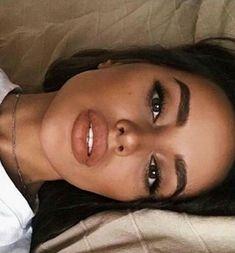 make-up look. For work or school. - Natural make-up look. For work or school. – -Natural make-up look. For work or school. - Natural make-up look. For work or school. Skin Makeup, Beauty Makeup, Hair Beauty, Beauty Dupes, Beauty Bay, Drugstore Beauty, Natural Makeup Looks, Natural Make Up, Natural Lips