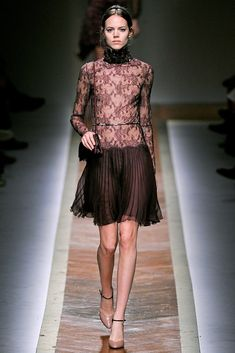 Valentino Fall 2011 Ready-to-Wear Collection Photos - Vogue