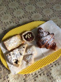 Colazione #senzaglutine al #bedandbreakfast #Pompei Il Fauno. Crostata di #marmellata , #croissant #glutenfree , barchetta di cioccolato, torta semplice #homemade !!! #celiaci italiani, vi aspettiamo al nostro B&b :) www.bbfauno.com #pompeii #breakfast #glutenfreebreakfast