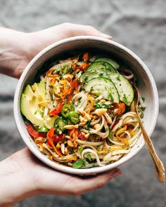 Spring Roll Bowls with Sweet Garlic Lime Sauce Pinch of Yum - Asiatische rezepte Think Food, Food For Thought, Vegetarian Recipes, Cooking Recipes, Healthy Recipes, Avocado Recipes, Vegetarian Bowl, Healthy Meals For One, Bariatric Recipes