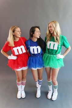 Here are The 11 Best Halloween Costumes for Teens that are perfect for group themes or going solo! Costume Halloween Duo, Best Friend Halloween Costumes, Last Minute Halloween Costumes, Halloween Outfits, Halloween Diy, M&m Costume Diy, Halloween Candy, Tween Halloween Costumes For Girls Diy, Bff Costume Ideas