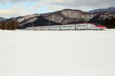 https://flic.kr/p/Rkr2Fn | Run on the snow field | Located : Between Shoden station and Jindai station on the Tazawako Line, Japan Railway. Semboku, Akita pref, Tohoku, Japan. 秋田県仙北市 / 秋田新幹線 (田沢湖線) 生田 - 神代駅間で撮影