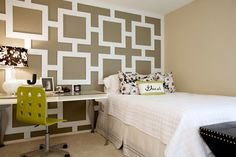 ベッド+デスクFeature wall in bedroom
