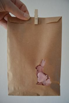 Kraft paper favor bags with a bunny window in a bundle of 100 with cellophane bags --- Give away's, art deco wedding or wedding favors door SierGoed op Etsy