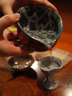 """""""京料理 藤本""""日本酒@京都・烏丸御池 Japanese Rice Wine, Japanese Drinks, Japanese Sake, Japanese Food, Vodka, Shot Cups, Coil Pots, Asian Kitchen, Japanese Landscape"""