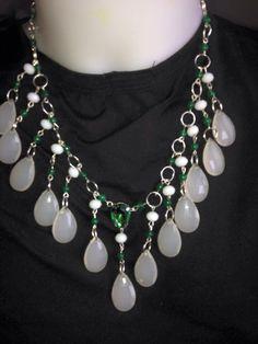 #collana con #cristalli bianchi e verdi e #pendenti in pietra bianca. Info@oro18.eu #bijoux #oro18 #bisuteria #jewelry  Presto su www.oro18.eu