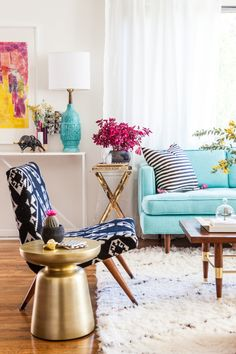 Bri Emerys New Living Room. Bri Emerys New Living Room designed by Emily Henderson shot by Laure Joliet. Ikea Living Room, Home Living, Living Rooms, Modern Living, Small Living, Apartment Living, Home Modern, Dorm Rooms, Modern Homes