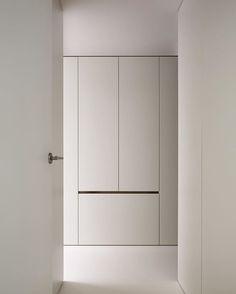 symmetry - balance #interiordesign #whiteinterior / photo @cafeine