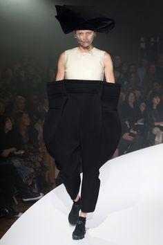 Comme des Garçons Spring 2017 Ready-to-Wear Collection Photos - Vogue