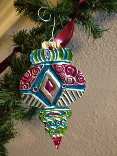 Aluminum Foil Embossing Ornament - Learn simple metal embossing techniques to create this beautiful Repousse Christmas ornament. I did this project successfully with my after school art class which is a mixture of grade students. They LOVED this project! Christmas Art Projects, Winter Art Projects, Christmas Crafts For Kids, Holiday Crafts, Christmas Activities, Aluminum Foil Crafts, Metal Crafts, Noel Christmas, Christmas Ornaments