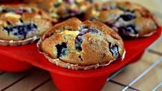 Berry muffins with white chocolate Ingredients: Lemon juice - 2 tsp. Flour - 260 g Baking White Chocolate Ingredients, Mixed Berry Muffins, White Chocolate Muffins, Yummy Cupcakes, Sweet Bread, Love Food, Sweet Recipes, Sweet Tooth, Yummy Food