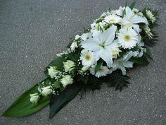 Koszorú - Fehér rózsás vegyes tűzött sírcsokor Funeral Sprays, Memorial Flowers, Cemetery Flowers, Funeral Flowers, Gerbera, Ikebana, Flower Arrangements, Wreaths, Plants