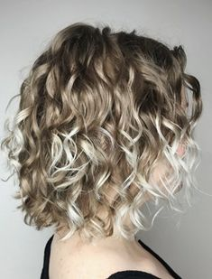 20 hairstyles for thin curly hair that are just incredible 20 Frisuren für dünne lockige Haare, die einfach unglaublich aussehen – Neueste frisuren Blonde Curly Bob, Thin Curly Hair, Ombre Curly Hair, Colored Curly Hair, Short Curly Hair, Dark Blonde, Blonde Highlights Curly Hair, Blonde Curly Hair Natural, Medium Curly