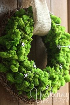 DIY Reindeer moss wreath.  Love how bright and cheerful this wreath is!