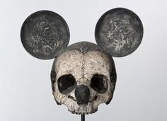 Macabre Mickey Mouse C Damien Hirst, Danse Macabre, Robert Mapplethorpe, Mickey Mouse Pictures, Mouse Photos, Keith Haring, Dark Disney, Evil Disney, Disney Secrets